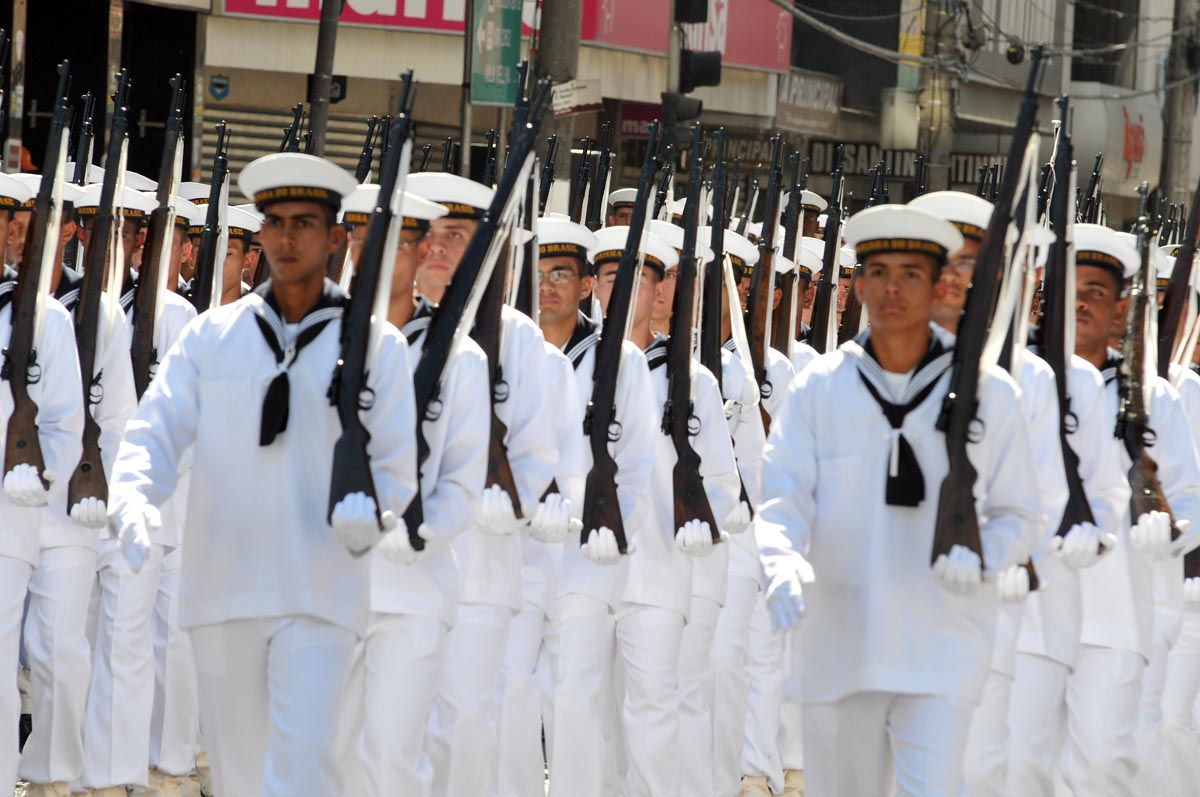 7d0cdb1f14 Oficiais da Marinha reforçam a segurança nas ruas de Salvador - Hora ...