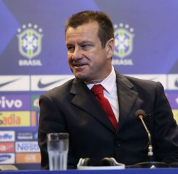 Dunga diz que vai aliar talento e planejamento na seleção brasileiro