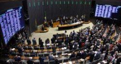 4702,deputadas-querem-proibir-uso-de-minissaia-e-decotes-na-camara-federal-2