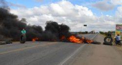 8001,apos-cerca-de-11-horas-caminhoneiros-encerram-protesto-na-br-407-2