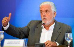 Brasília - O ministro da Casa Civil, Jaques Wagner, durante balanço da mobilização contra o Mosquito Aedes Aegypti (Elza Fiuza/Agência Brasil)