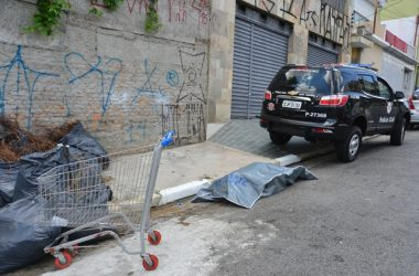 DD Sao Paulo, SP 14/02/2016 -  CRIME DA RUA OTILIA.  Corpo da vitima wiiliam Pereira Lima.  Foto Nelson Coelho/Diario SP