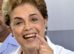 Dilma concede entrevista em ação de combate ao zika vírus, no RJ