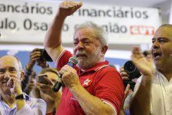 Ex-presidente Lula em ato de apoio na quadra dos Bancários, em São Paulo