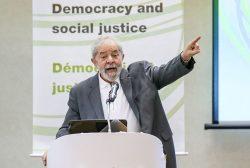 """SP - LULA/SP/SEMINÁRIO - POLÍTICA - O ex-presidente Luiz Inácio Lula da Silva participa do seminário     """"Democracia e Justiça Social"""", no Hotel Maksoud Plaza, na região da     Avenida Paulista, em São Paulo, nesta segunda-feira.     25/04/2016 - Foto: WILLIAM VOLCOV/BRAZIL PHOTO PRESS/ESTADÃO CONTEÚDO"""