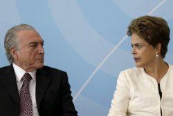 Vice-presidente Michel Temer e presidente Dilma Rousseff durante cerimônia no Palácio do Planalto em 24 de novembro de 2015. REUTERS/Ueslei Marcelino