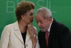 Dilma e Lula durante cerimônia de posse dos novos ministros