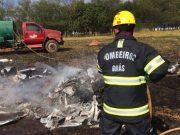 Bombeiro controla incêndio ocasionado com queda de aeronave