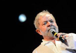 Rio de Janeiro - Ex-presidente Lula discursa em ato contra o impeachment da presidenta Dilma Rousseff nos Arcos da Lapa (Fernando Frazão/Agência Brasil)