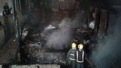 Casa ficou totalmente destruída pelo incêndio